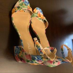 Brash floral shoes .Size 9